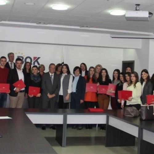 Banka Qendrore ndau certifikata për studentët e dalluar që ndoqën Programin e Praktikës në BQK