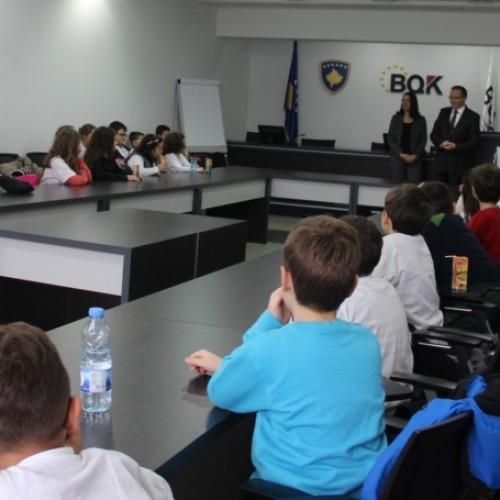 Bankën Qendrore të Kosovës e vizituan një grup nxënësish