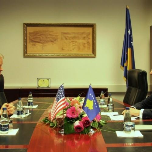 Guvernatori Hamza priti  në takim Ambasadorin Amerikan Greg Delawie
