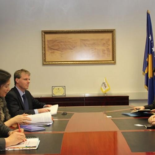 Guvernatori i Bankës Qendrore të Republikës së Kosovës, z. Bedri Hamza, priti një delegacion të lartë të  BERZH-it