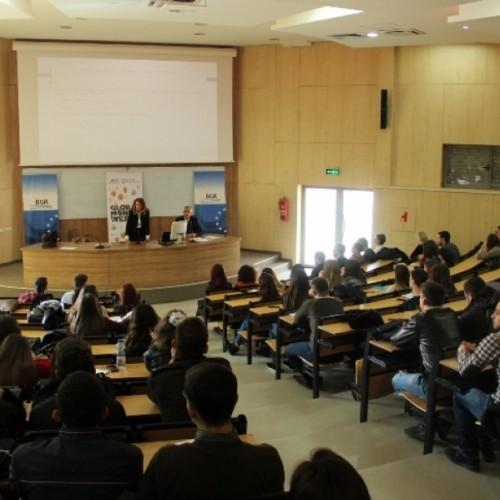 """Në kuadër të Javës së Parasë në Fakultetin Ekonomik të UP-së u mbajt ligjërata me temën """"Zhvillimi i tregut të letrave me vlerë në Republikën e Kosovës"""