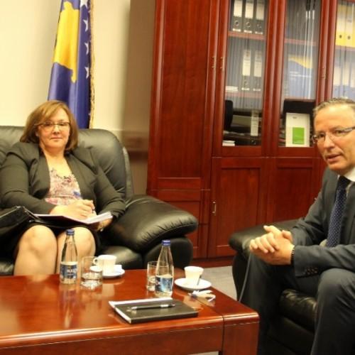 Guvernatori Hamza priti në një takim Përfaqësuesen Rezidente të BERZH-it për Kosovë  znj. Elena Petrovska