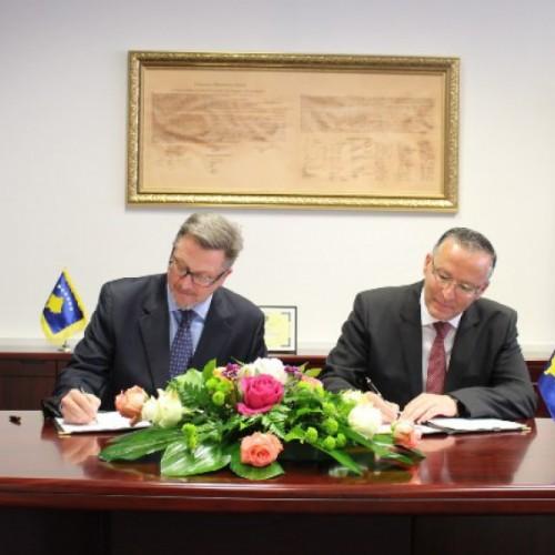 Banka Qendrore e Republikës së Kosovës (BQK) dhe USAID-i nënshkruan një Marrëveshje për Grant në vlerë prej $ 6.5 milionë për të kapitalizuar Fondin Kosovar për Garanci Kreditore (FKGK)