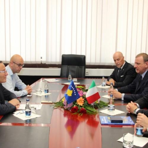 Shkëlqesia e tij z.Ferrarese, Ambasador i Italisë së bashku me një delegacion nga Italia  vizitoi Bankën Qendrore të Republikës së Kosovës