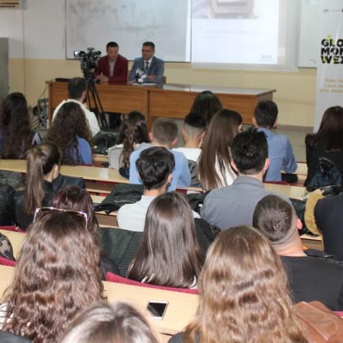 Studentët e Fakultetit Ekonomik të Universitetit të Prishtinës njihen me punën dhe rolin e BQK-së