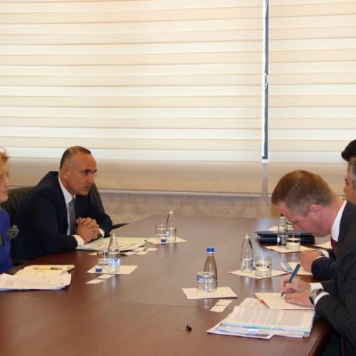 Zëvendëguvernatori Ismajli priti një delegacion nga Federal Reserve Bank of New York