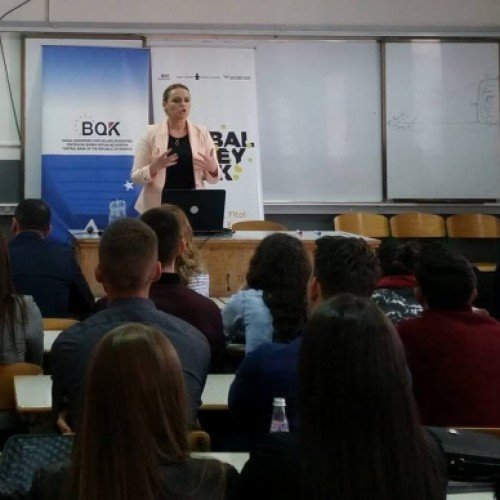 BQK-ja informon studentët pejanë për qeverisjen korporative dhe menaxhimin e rrezikut