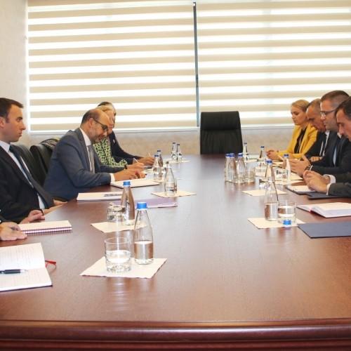 Një delegacion i lartë i FMN-së u pritën në takim nga U.D Guvernatorit z.Fehmi Mehmeti