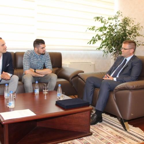 """Guvernatori Mehmeti ndau çmimet për """"Ekonomistë të Rinj"""""""