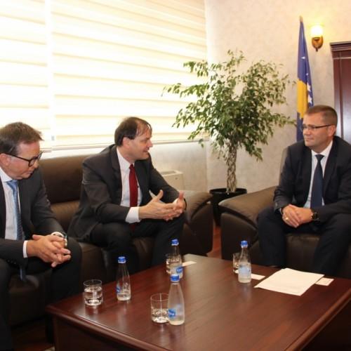 Guvernatori z. Mehmeti priti në takim Drejtorin e GIZ-it për Kosovë dhe Maqedoni z. David Oberhuber