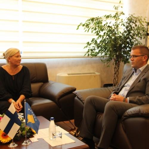 Guvernatori Mehmeti njoftoi Ambasadoren e Finlandës Stjernvall me zhvillimet në sektorin financiar