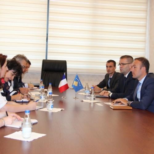 Guvernatori Mehmeti priti në takim Drejtorin e Zyrës Rajonale të Thesarit Francez