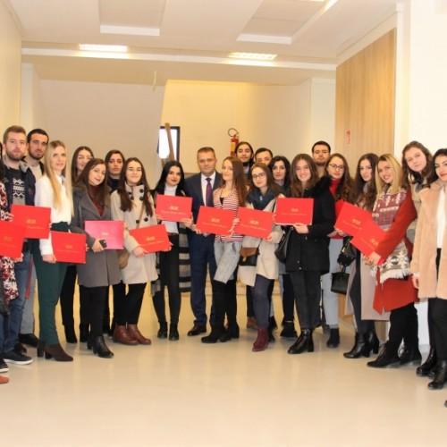 Guvernatori Mehmeti ndau certifikatat për studentët që përfunduan programin e praktikës në BQK