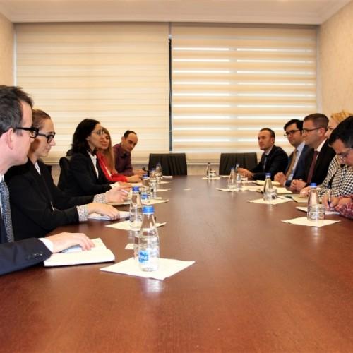 Guvernatori Mehmeti takoi Misionin e Bankës Botërore