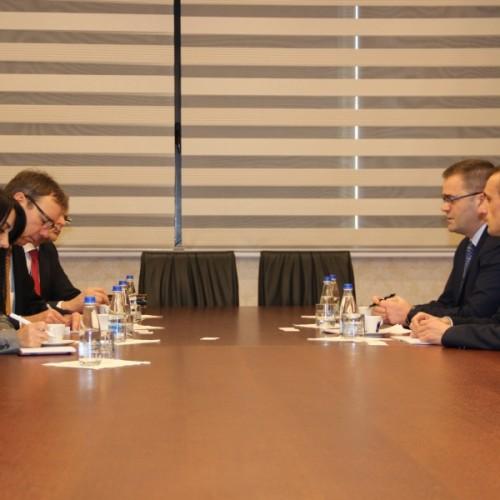 Guvernatori Mehmeti takoi përfaqësuesit e KfW-së