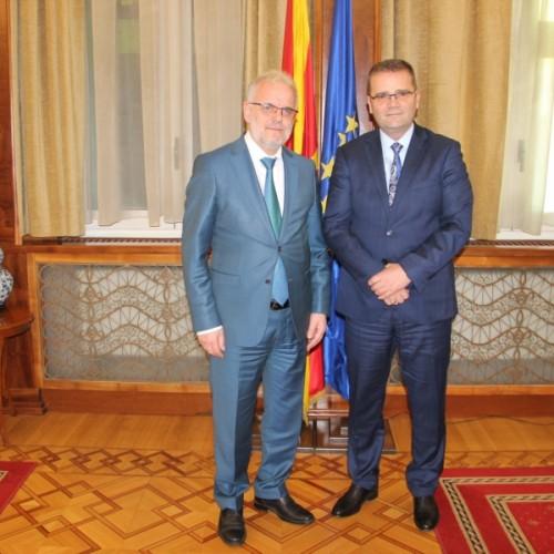 Guvernatori Mehmeti takoi Kryetarin e Kuvendit të Maqedonisë së  Veriut Talat Xhaferi
