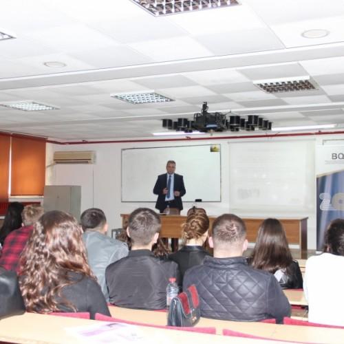 Guvernatori Mehmeti mbajti ligjëratë në Fakultetin Ekonomik të UP-së
