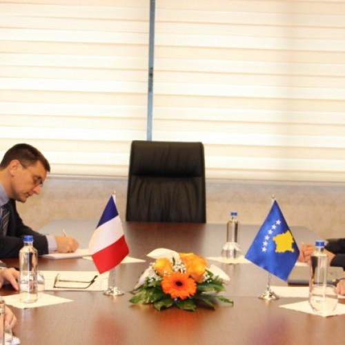 Guvernatori Mehmeti priti në takim Ambasadorin e Francës në Kosovë, Didier Chabert
