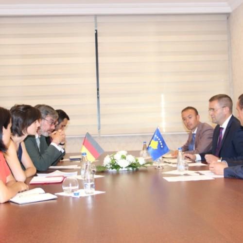 Guvernatori Mehmeti priti në takim Ambasadorin e Gjermanisë në Kosovë, Christian Heldt