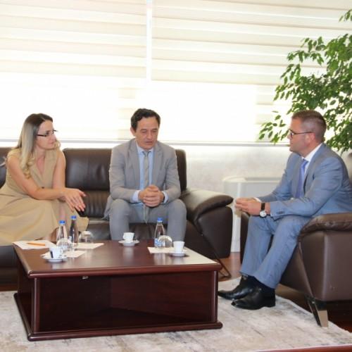 Guvernatori i BQK-së, Fehmi Mehmeti priti në takim Avokatin e Popullit, Hilmi Jashari