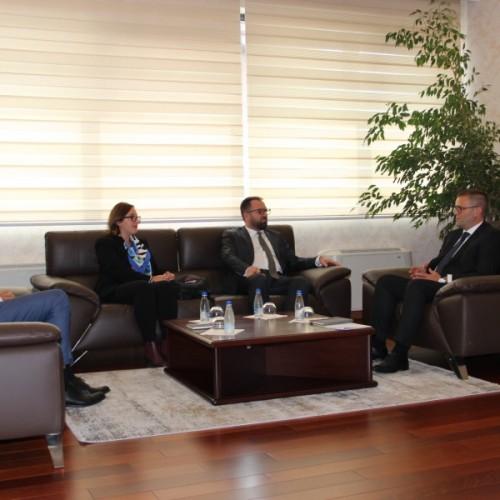 Guvernatori Mehmeti priti në takim kryetarin e Odës Ekonomike të Kosovës