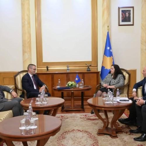 Kartoni i Gjelbër temë prioritare në takimin e Guvernatorit me kryetaren e Kuvendit, Vjosa Osmani-Sadriu