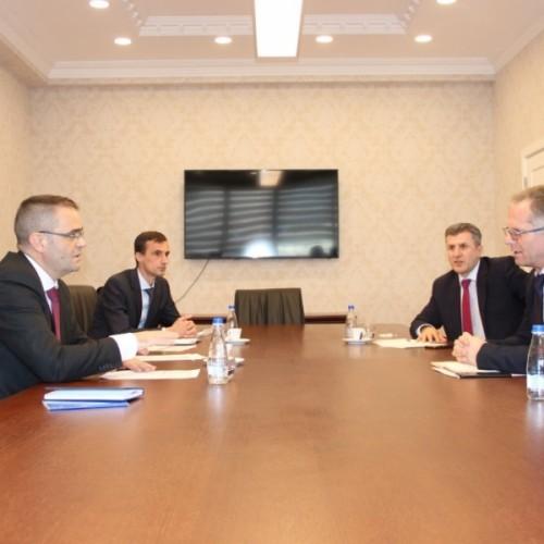 Guvernatori Mehmeti takoi ministrin në detyrë të Financave dhe Transfereve, Besnik Bislimi