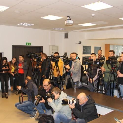 Guvernatori Mehmeti uron gazetarët në Ditën Botërore të Lirisë së Shtypit