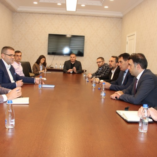 Guvernatori Mehmeti priti në takim përfaqësuesit e Klubit të Prodhuesve të Kosovës