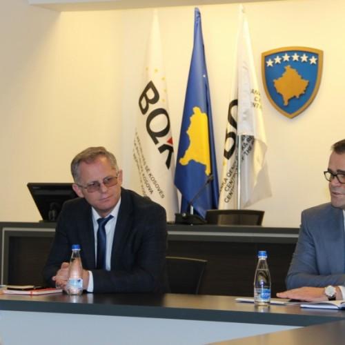 Banka Qendrore dhe Ministria e Financave diskutojnë planin e rimëkëmbjes ekonomike me drejtuesit e bankave