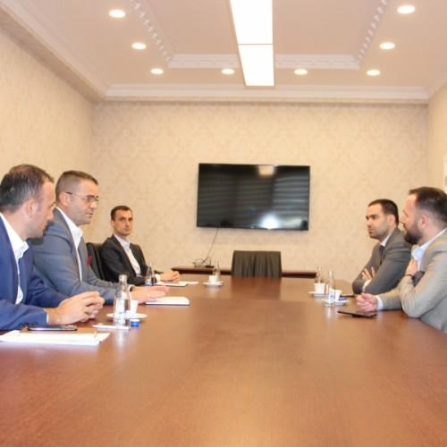 Guvernatori Mehmeti dhe odat ekonomike diskutojnë masat për mbështetjen e rimëkëmbjes së ekonomisë