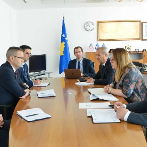 Guvernatori Mehmeti dhe Ministrja Bajrami, diskutojnë për rolin e sektorit bankar në mbështetje të ekonomisë