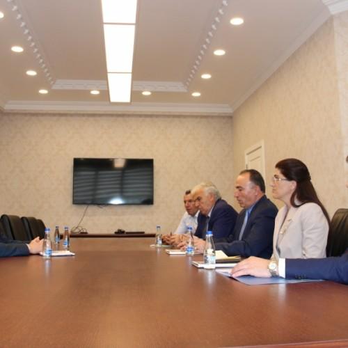 Guvernatori Mehmeti takoi kryetarin e AKB-së, Agim Shahini