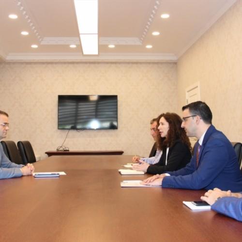 Guvernatori Mehmeti takon përfaqësuesit e Këshillit Kombëtar për Zhvillim Ekonomik dhe Shoqatës së Sigurimeve të Kosovës