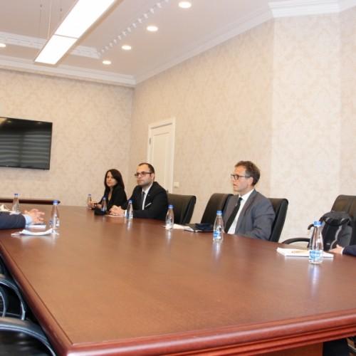 Guvernatori Mehmeti diskuton për lehtësimin e qasjes në financa me përfaqësues dhe donatorë të FKGK-së