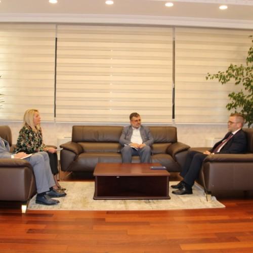 Guvernatori Mehmeti dhe Ministri Kuçi diskutojnë për zhvillimet në ekonomi